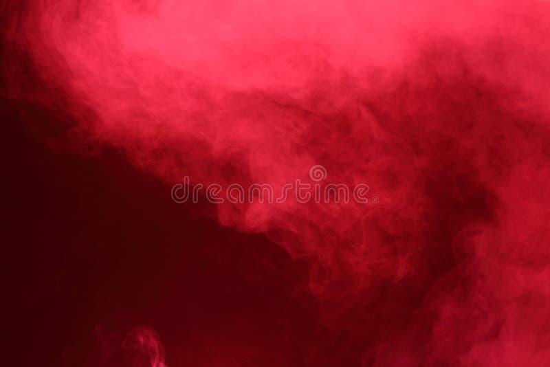 Nubes de humo abstractas rojas, todo el movimiento borroso, intención hacia fuera o imagenes de archivo