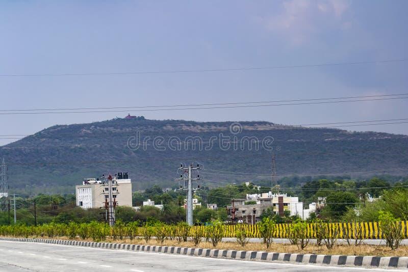 Nubes de la monzón y colina Indore de Ralamandal imagen de archivo libre de regalías