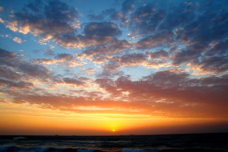 Nubes de la salida del sol fotos de archivo
