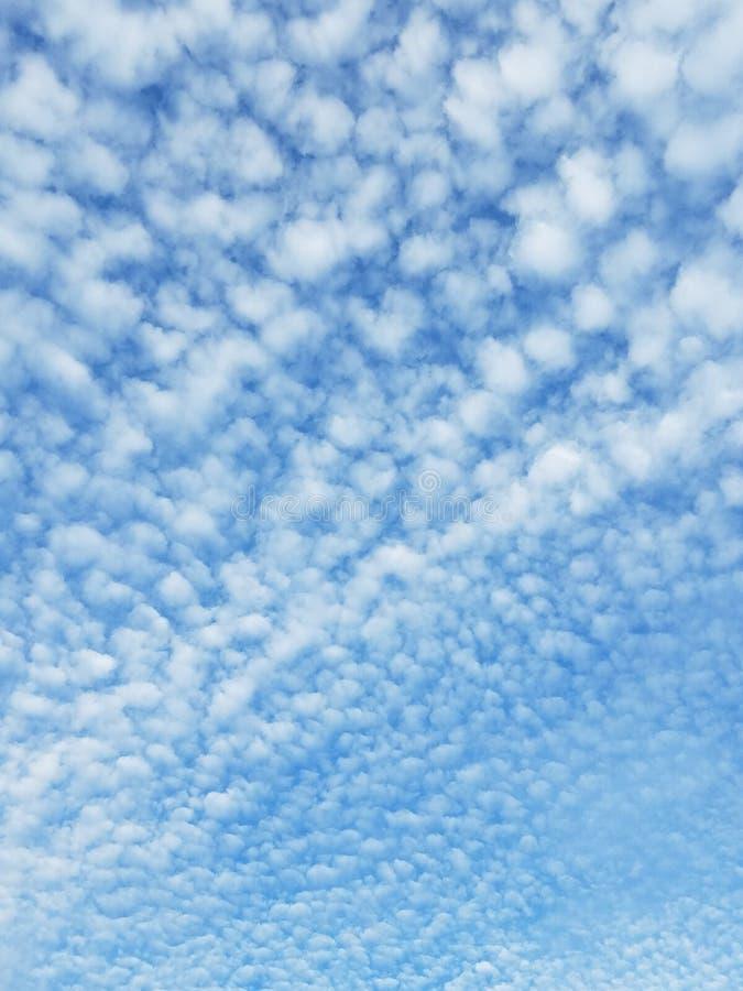 Nubes de las palomitas imagen de archivo