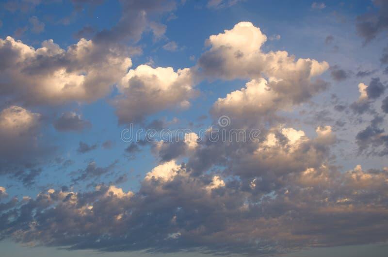 Nubes de tormenta al atardecer imágenes de archivo libres de regalías