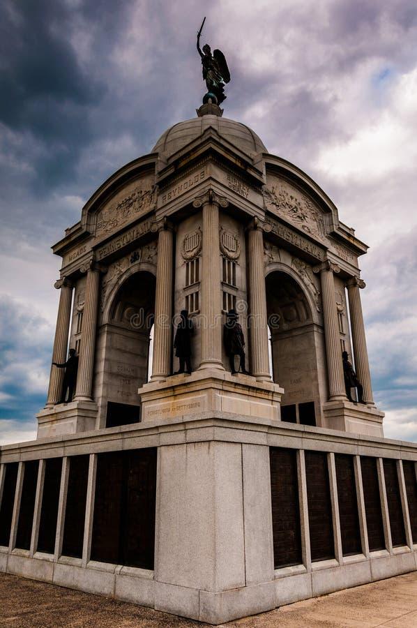 Nubes de tormenta detrás del monumento de Pennsylvania, Gettysburg, Penns foto de archivo libre de regalías