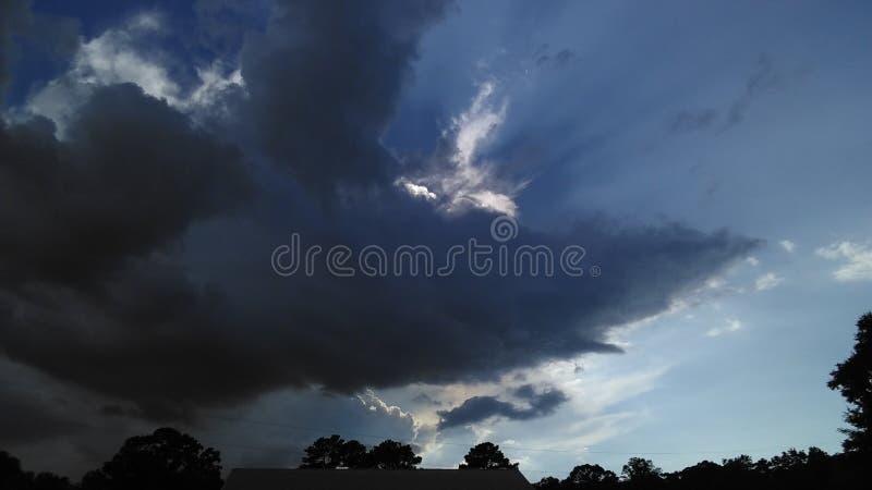 Nubes de tormenta en el horizonte imagen de archivo