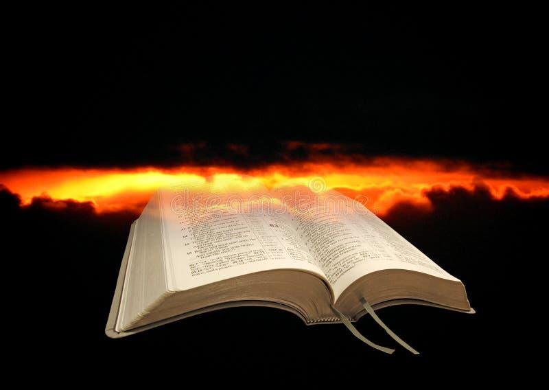Download Nubes De Tormenta De La Biblia Foto de archivo - Imagen de extremo, libro: 100535626