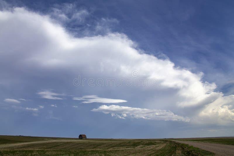 Nubes de tormenta de la pradera fotos de archivo libres de regalías