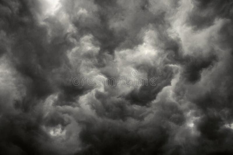 Nubes de tormenta oscuras. foto de archivo