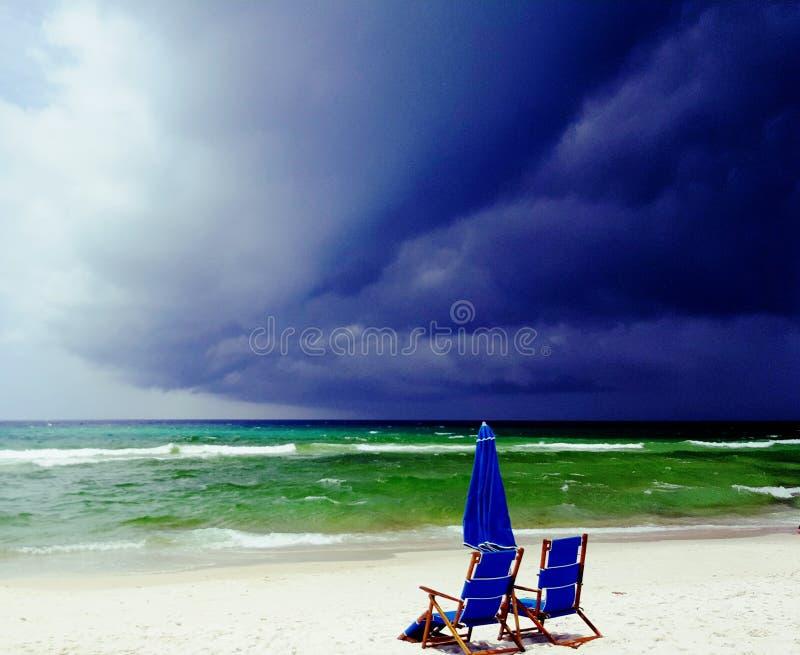 Nubes de tormenta siniestras en la playa de ciudad de Panamá, FL fotografía de archivo libre de regalías