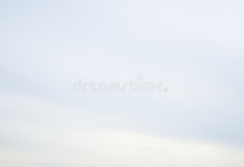 Nubes del aire en el cielo azul foto de archivo