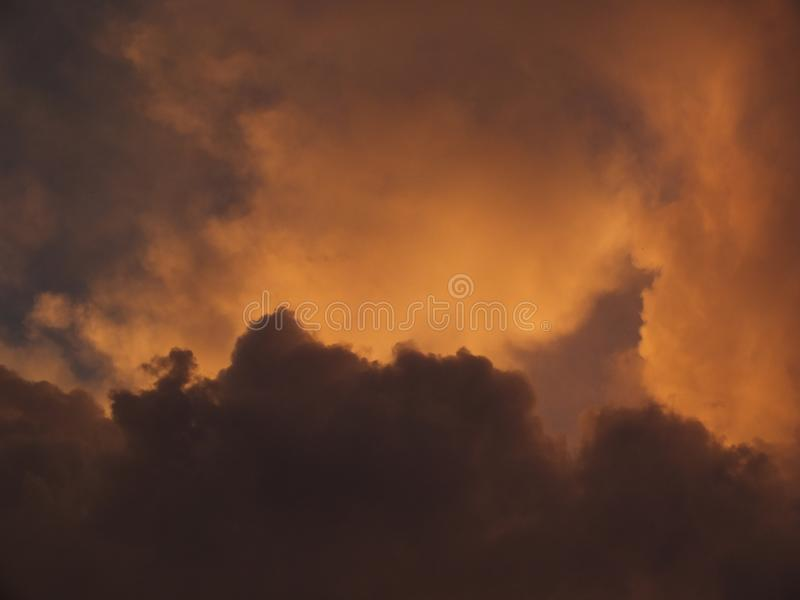 Nubes del atardecer stock photography