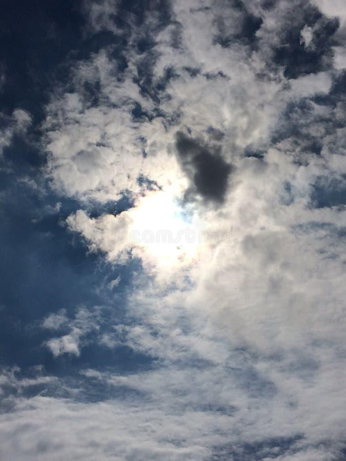 Nubes del brillo de Sun fotografía de archivo