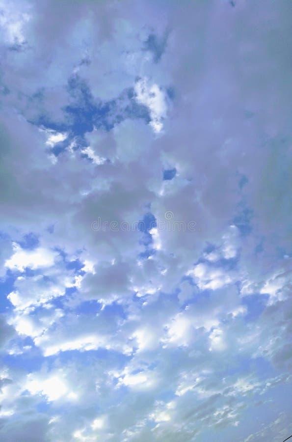 Nubes del cielo azul foto de archivo