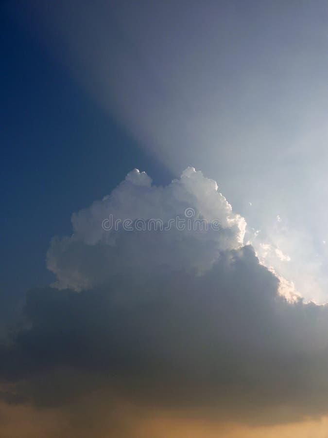 Nubes del contraluz imágenes de archivo libres de regalías