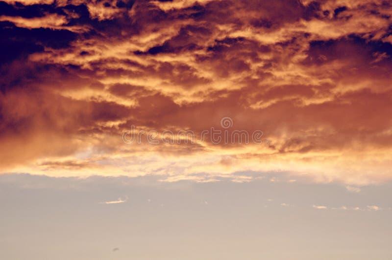 Nubes dramáticas de la tormenta inminente foto de archivo