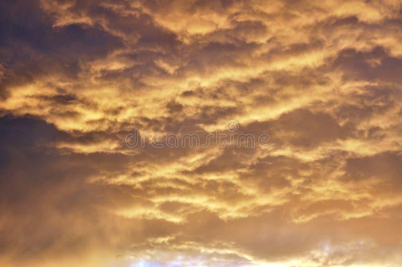 Nubes dramáticas de la tormenta inminente fotografía de archivo