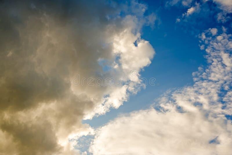 Nubes dramáticas textura, fondo abstracto foto de archivo