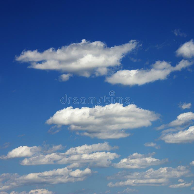 Nubes en cielo azul. fotografía de archivo libre de regalías