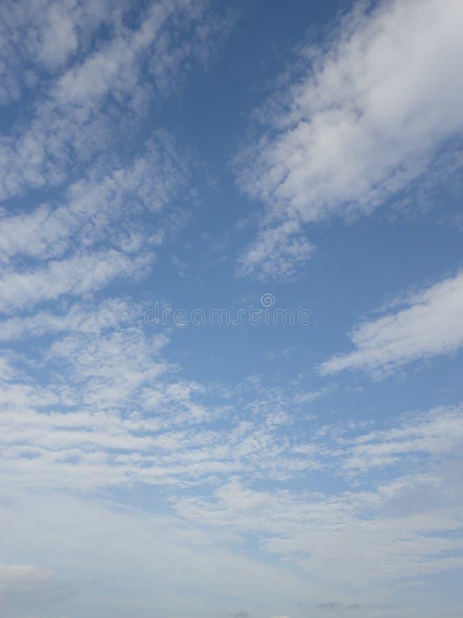 Nubes en cielo del otoño imágenes de archivo libres de regalías