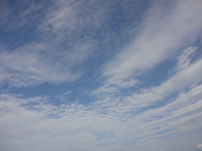 Nubes en cielo del otoño imagen de archivo libre de regalías