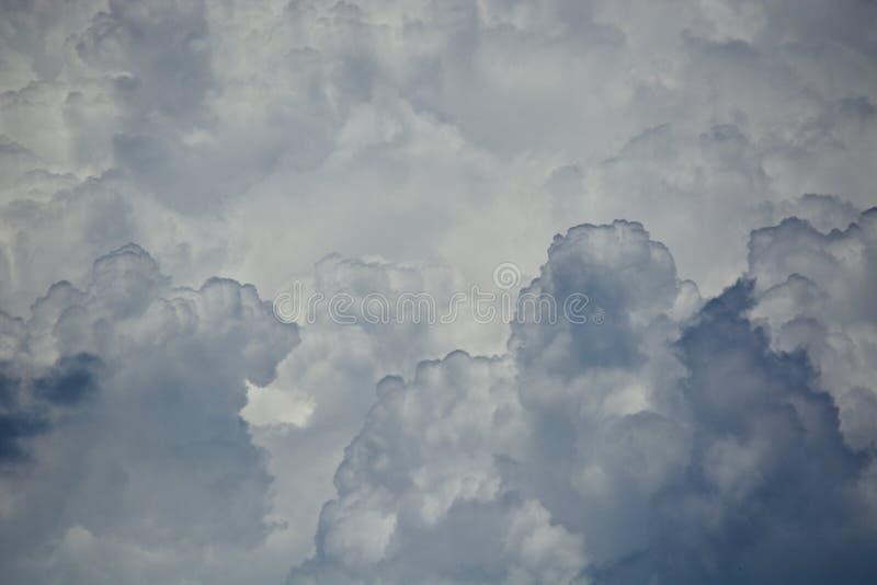 Nubes en el horizonte fotos de archivo libres de regalías