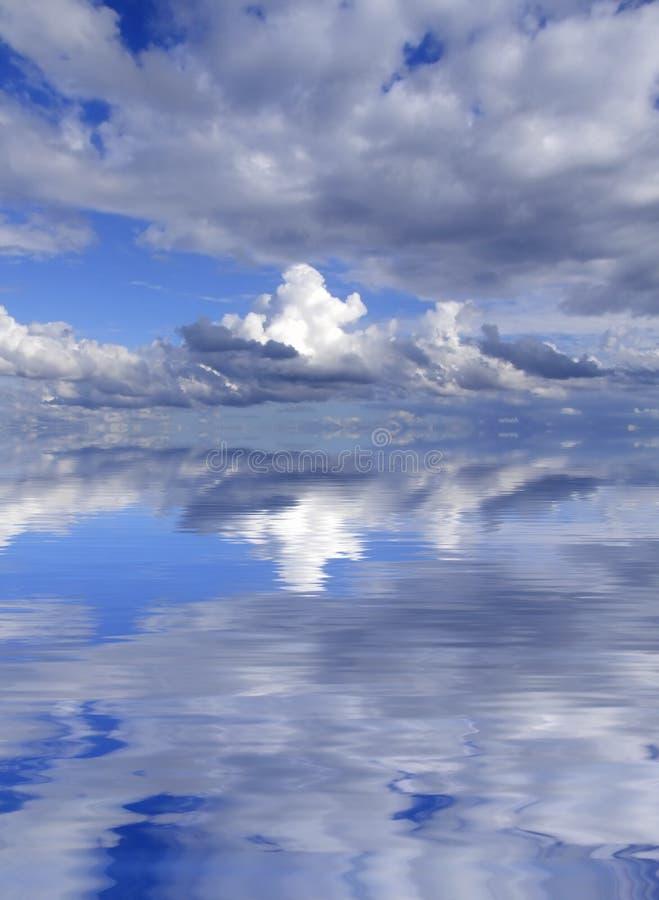 Nubes en horizonte foto de archivo