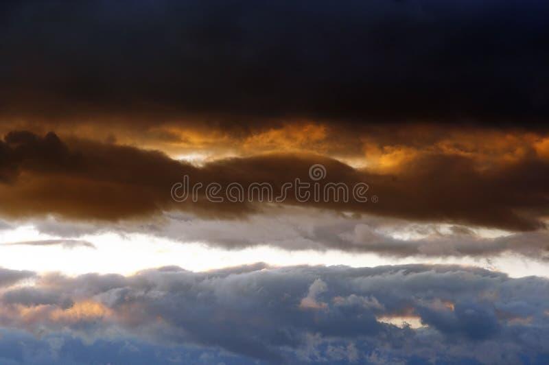 Nubes en la puesta del sol imagen de archivo libre de regalías