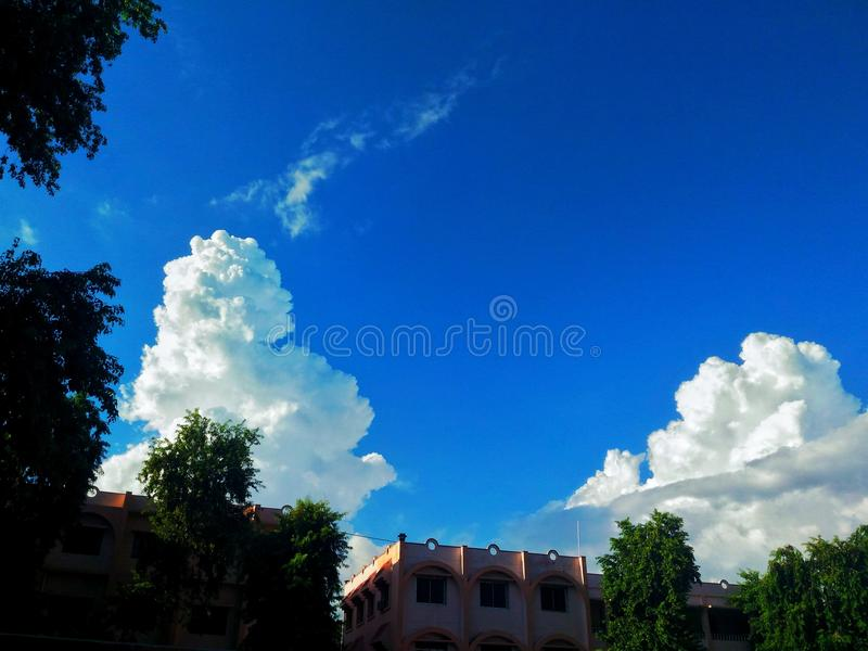 Nubes en su forma fotos de archivo