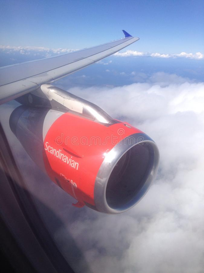 Nubes escandinavas del cielo de la línea aérea fotos de archivo