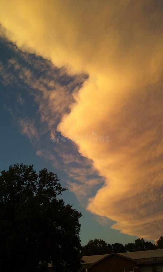 Nubes inusuales imágenes de archivo libres de regalías