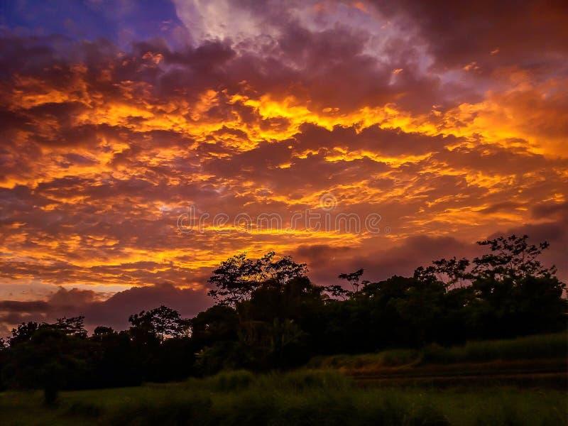 Nubes por la tarde fotografía de archivo libre de regalías