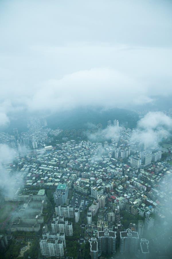 Download Nubes Que Pasan Por Alto La Torre De Taipei 101 En Taipei En Rey Imagen de archivo - Imagen de edificios, configuración: 41915191
