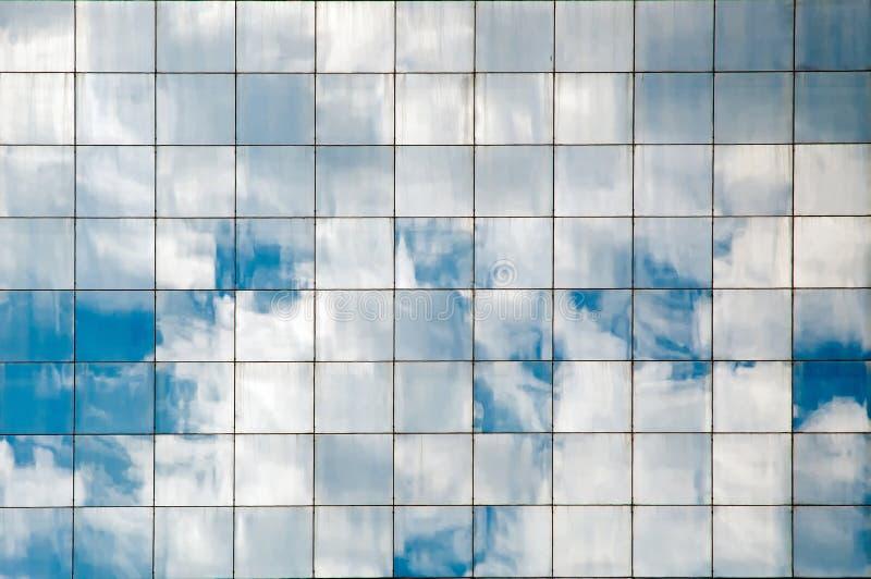 Nubes reflejadas imagen de archivo libre de regalías