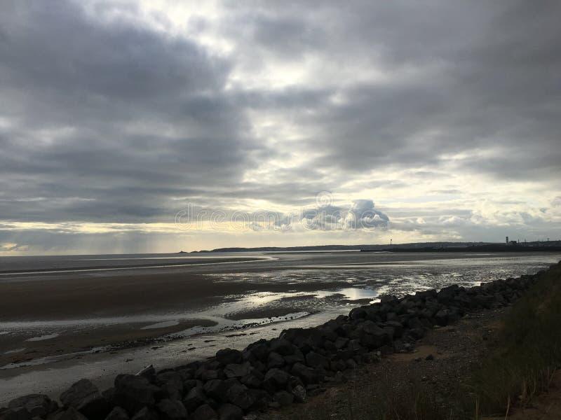 Nubes sobre la bahía de Swansea imagen de archivo