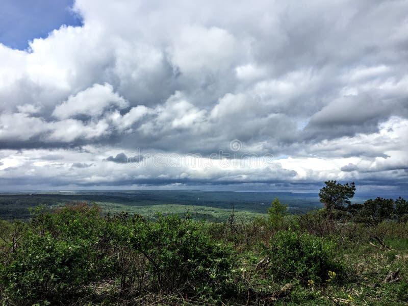 Nubes sobre las montañas de Pocono imágenes de archivo libres de regalías