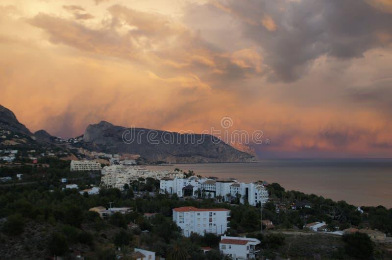 Nubes sobre Morro De Toix fotografía de archivo