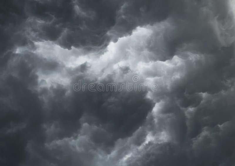 Nubes tempestuosas dramáticas imagen de archivo