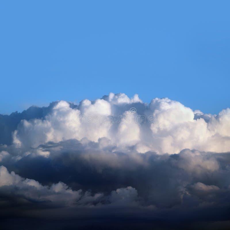 Nubes tempestuosas negras pesadas fotografía de archivo
