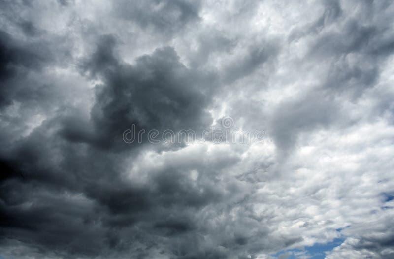 Nubes tempestuosas negras pesadas imágenes de archivo libres de regalías