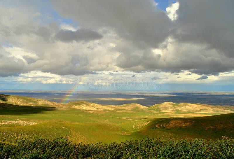 Nubes y arco iris foto de archivo