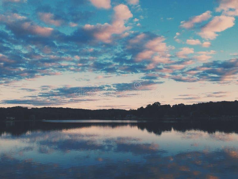Nubes y colores imagen de archivo