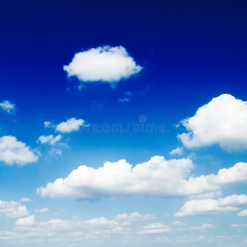 Download Nubi immagine stock. Immagine di alto, clima, giorno, autunno - 3884329