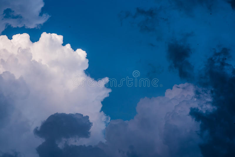 Nubi immagine stock