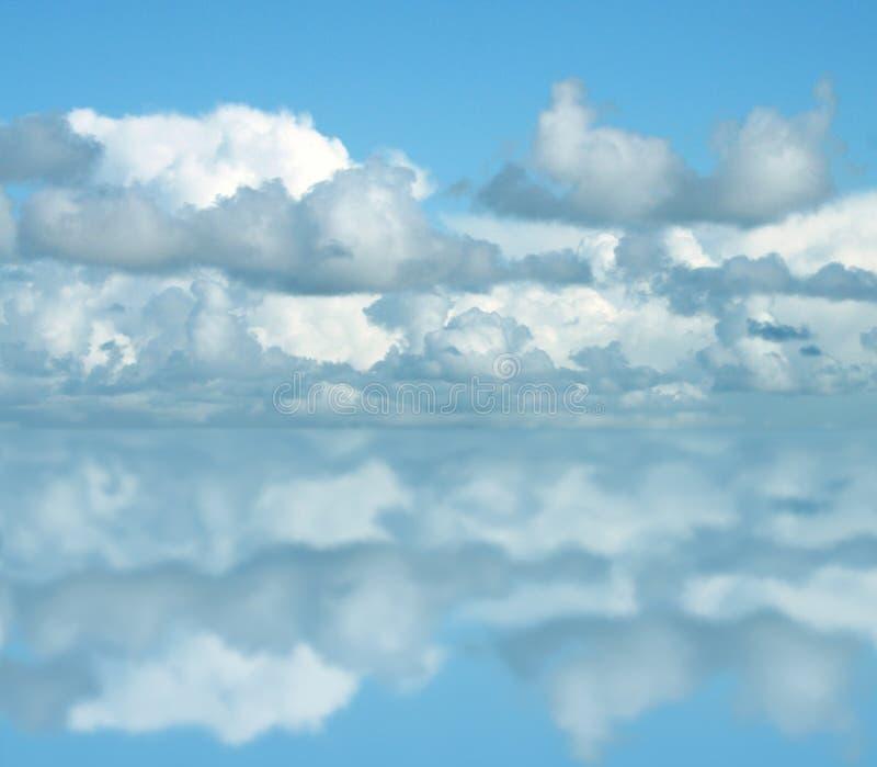 Nubi illustrazione vettoriale