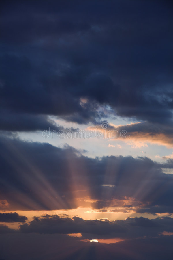 Nubi ad alba. fotografia stock