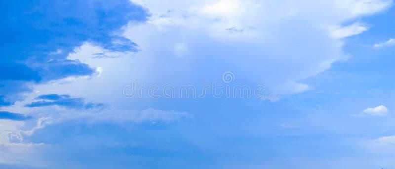 Nubi bianco blu di American National Standard fotografie stock