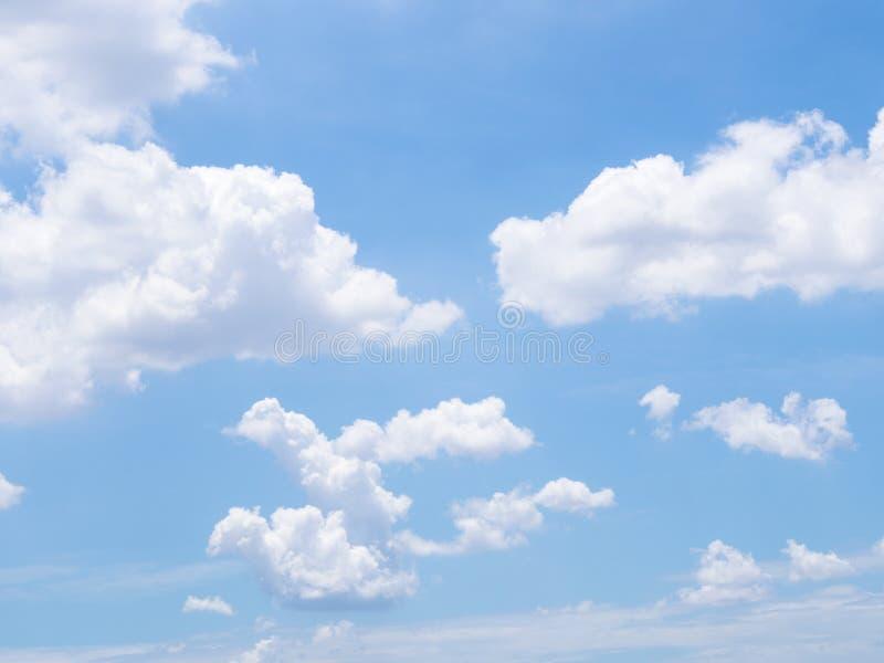 Nubi in cielo blu fotografia stock libera da diritti