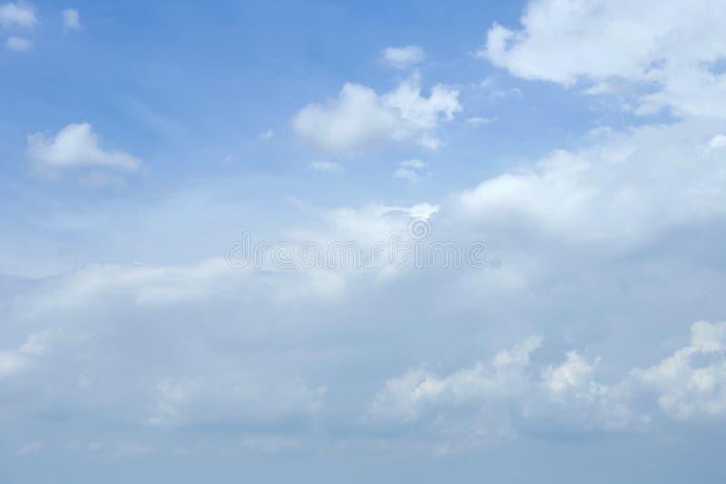 Nubi del cielo blu fotografie stock libere da diritti