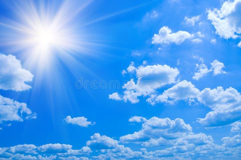 Nubi del cielo blu di bellezza fotografia stock
