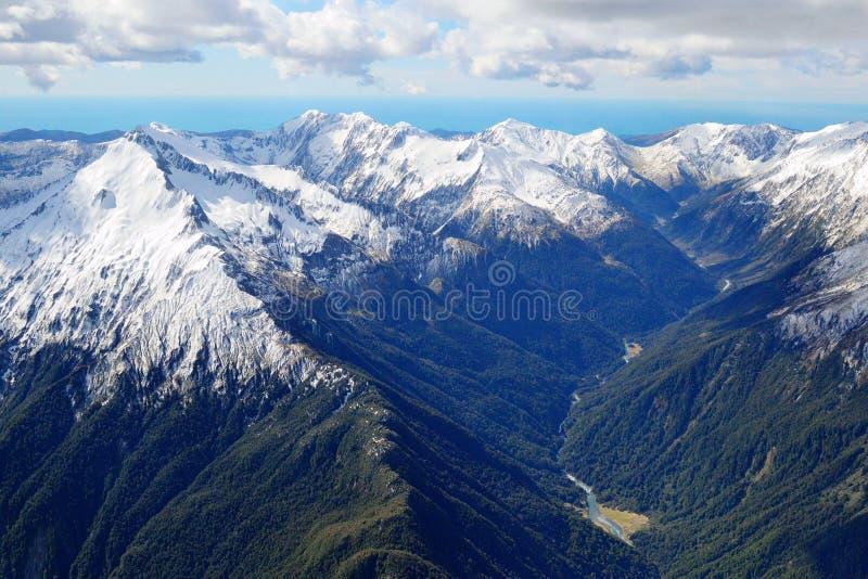 Nubi 2 della montagna immagine stock