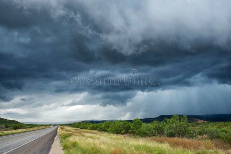Nubi di tempesta scure fotografie stock
