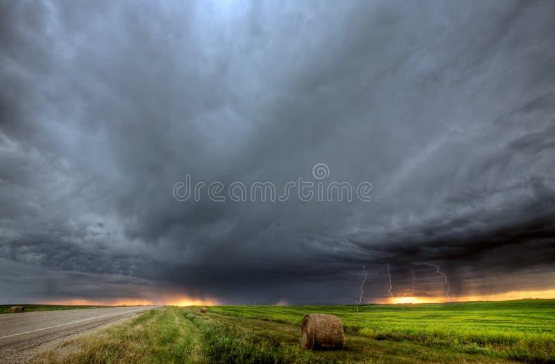 Nubi di tempesta sopra Saskatchewan fotografie stock